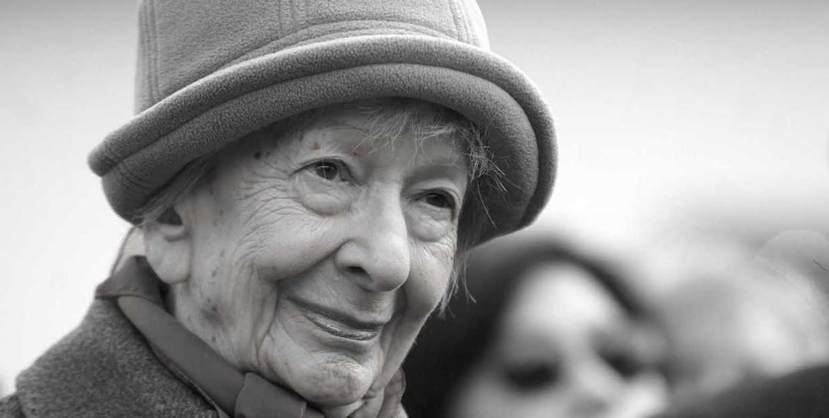 Una foto di Wyslawa Szymborska (che ho preso da qui: https://restaurars.altervista.org/perche-amore-solamente-la-dolcissima-poesia-wislawa-szymborska/) e che sto usando per parlare della raccolta Sale